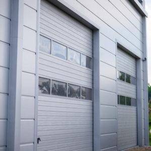 Bramy garażowe przemysłowe segmentowe z panelami aluminiowymi przeszklonymi x2