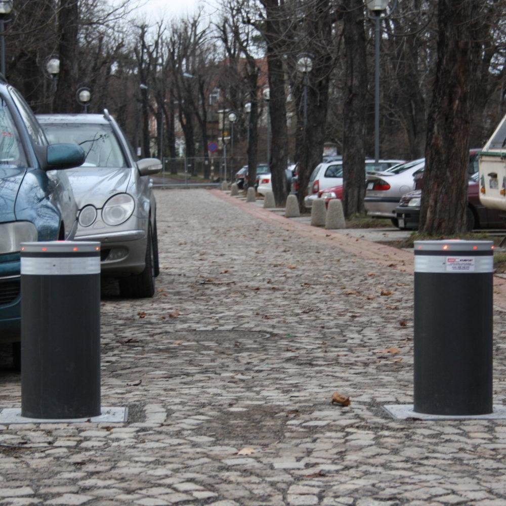 Szczawno Zdrój – Park Zdrojowy- montaż i serwis 6 szt. automatycznych słupków (zapór drogowych) FAAC J275