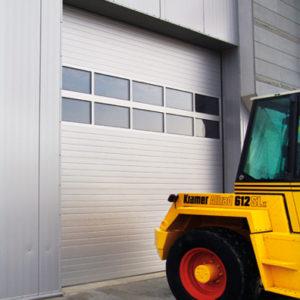 Brama segmentowa przemysłowe z dwoma panelami przeszklonymi