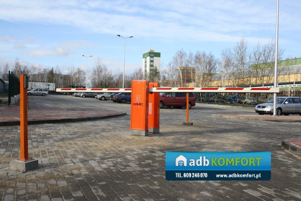 Parking KGHM – RUDNA. Parking na 80 miejsc parkingowych. Zastosowano szlabany hydrauliczne FAAC 620 RAPID  z pętlami indukcyjnymi.