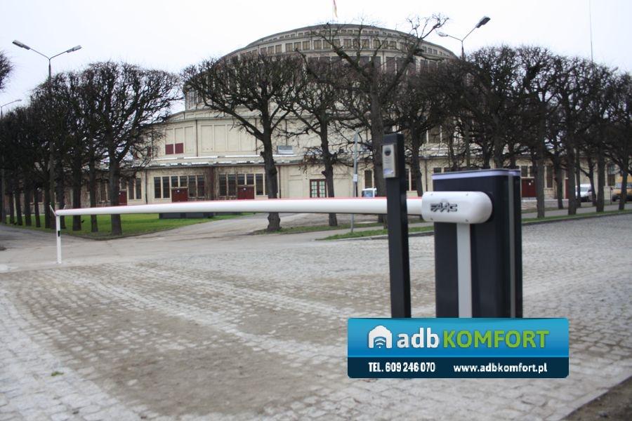 Hala Stulecia Wrocław – sprzedaż i montaż trzech szlabanów hydraulicznych FAAC model B680H