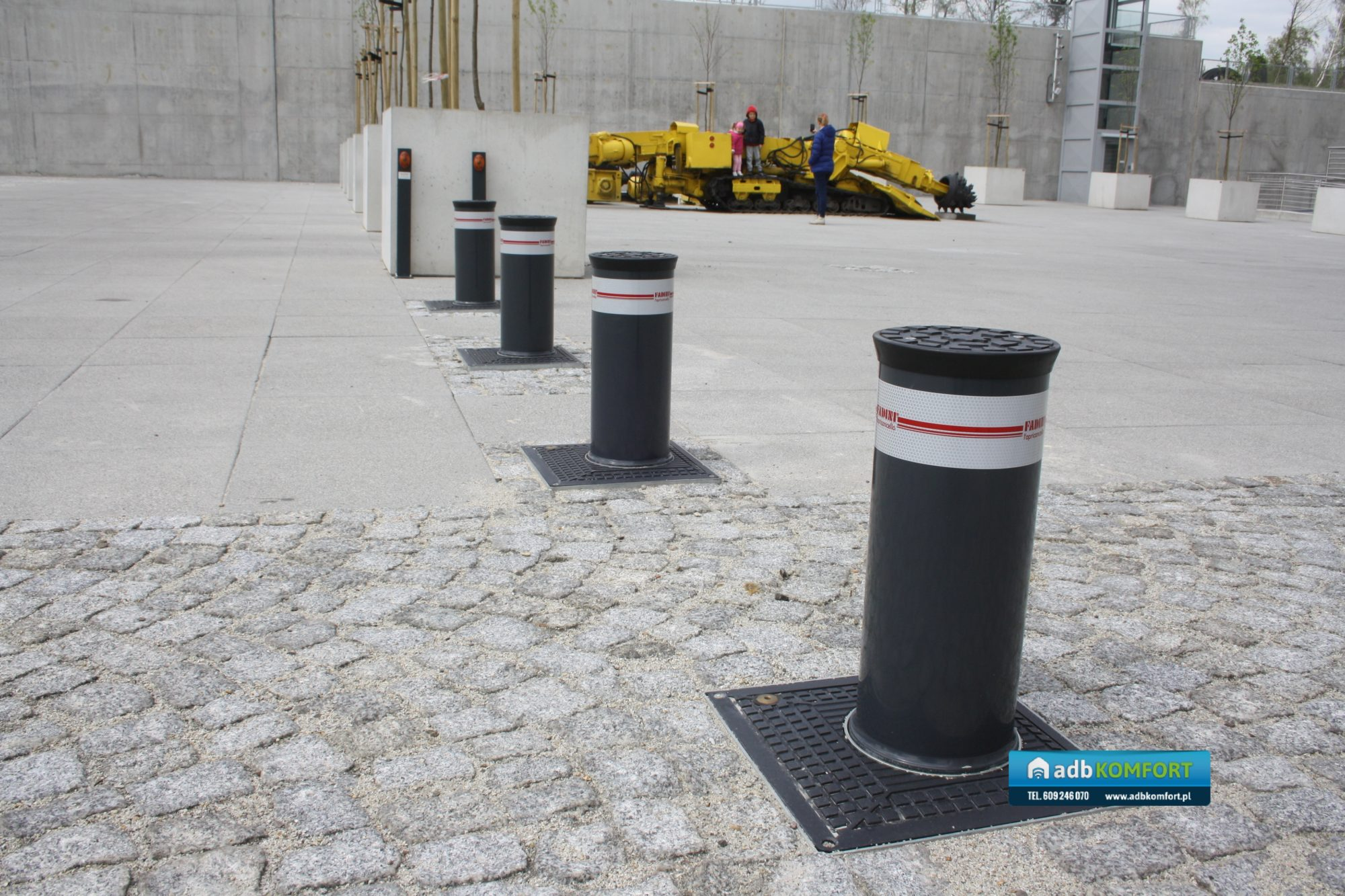 Dostawa i instalacja automatycznych słupków (blokad drogowych) Fadinin Vigilo oraz szlabanu elektromechanicznego FAAC 617 -Centrum Nauki i Sztuki Stara Kopalnia Wałbrzych