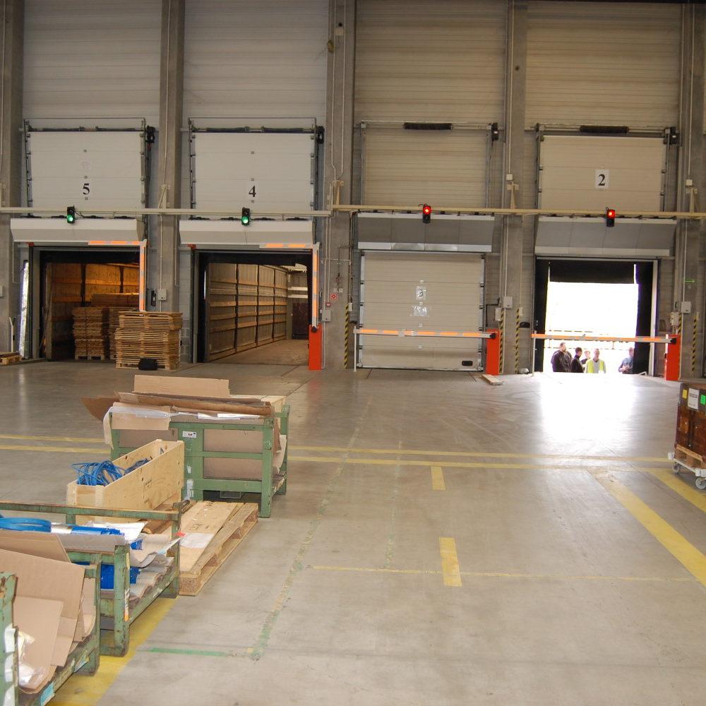 Zwiększenie bezpieczeństwa podczas załadunku/rozładunku towarów na rampach przeładunkowych w zakładzie Lowara w Strzelinie