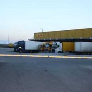 Szlabany hydrauliczne FAAC 615 - centrum logistyczne DHL Wrocław -dostawa, instalacja, serwis szlabanów