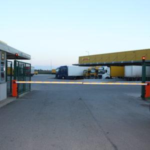 Szlabany hydrauliczne FAAC 615 - centrum logistyczne DHL Wrocław -dostawa, instalacja, serwis szlabanów 12