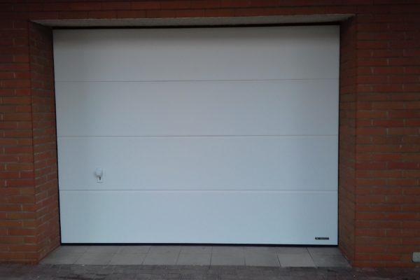 Wymiana starej bramy garażowej