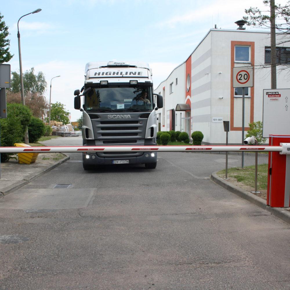 Montaż wysokiej jakości szlabanu hydraulicznego w Bielawie