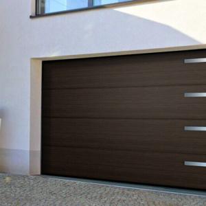 Brama garażowa segmentowa UniPro bez przetłoczeń z aplikacjami ozdobnymi 4