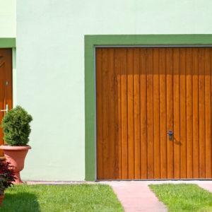 Brama garażowa uchylna złoty dąb