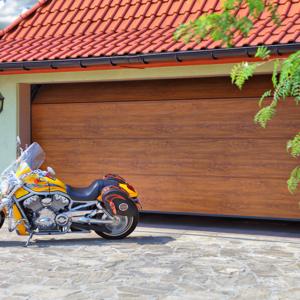 Brama garażowa segmentowa Wiśniowski Unipro złoty dąb panel bez przetłoczeń