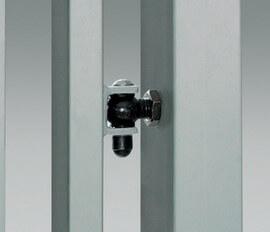 Zawias regulowany montowany bezpośrednio w słupie bramy