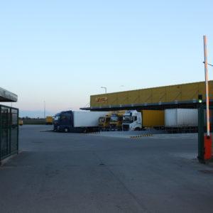 Szlabany hydrauliczne FAAC 615 - centrum logistyczne DHL Wrocław -dostawa, instalacja, serwis szlabanów 3