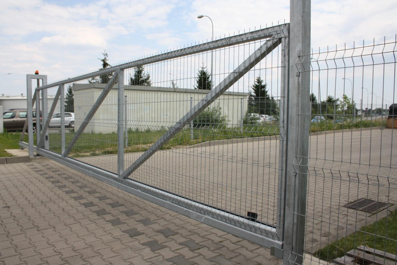 Tylko na zewnątrz Wykonanie, dostawa i montaż bramy przesuwnej oraz instalacja IW69