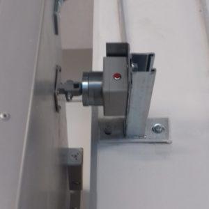 11. Trzymacz elektromagnetyczny wyposażenie drzwi przeciwpożarowych Wiśniowski - montaż ADB Komfort - Dzierżoniów