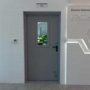 5. Drzwi stalowe płaszczowe Wiśniowski z okienkiem prostokątnym - montaż ADB Komfort